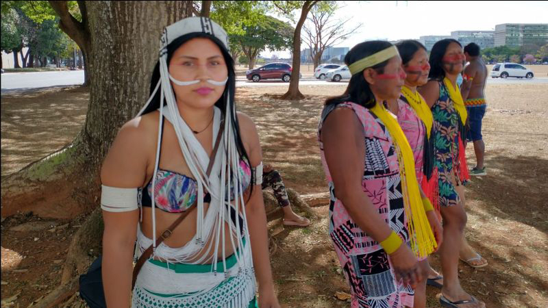Gabriela Marubo from the western Javari with other Indigenous women at the Struggle for Life.